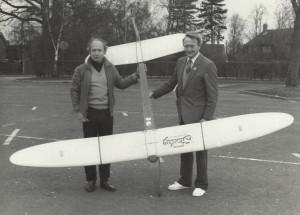 R late Roy Yeabsley, L Derek Ridley with Sunbug glider